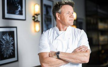 Gordon Ramsay non chiude i ristoranti ma tiene solo i camerieri, ecco il perché!